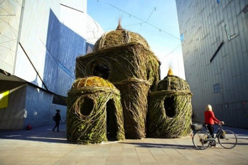 Patrick-Dougherty-Stickwork-Cathedral-lead1-537x359